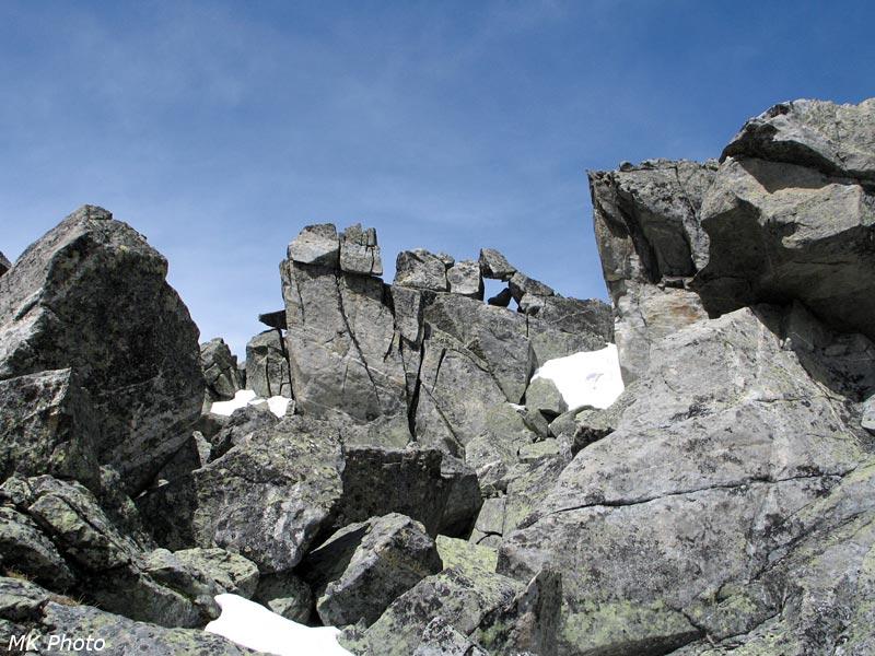 Нагромождение камней на перевале