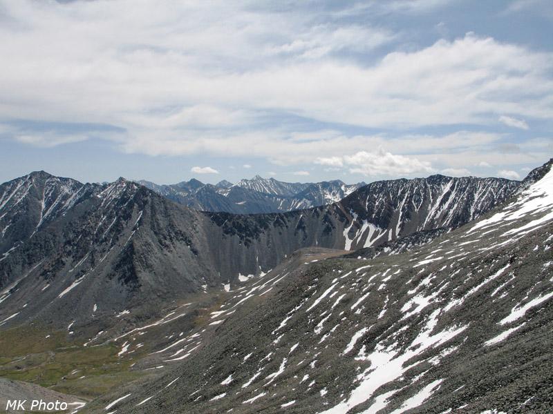 Чёрные склоны перевала Школяр
