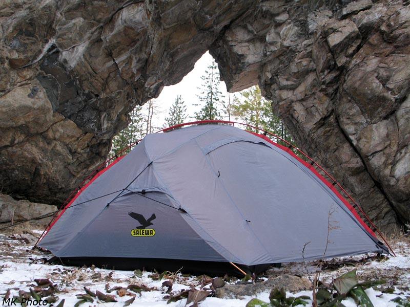 Палатка в проёме Ворот