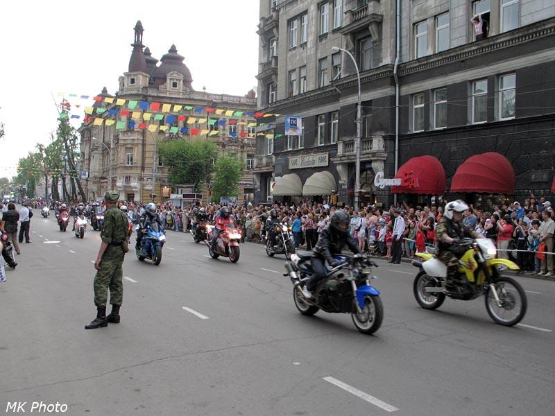 Перед началом карнавала проехала колонна мотоциклистов