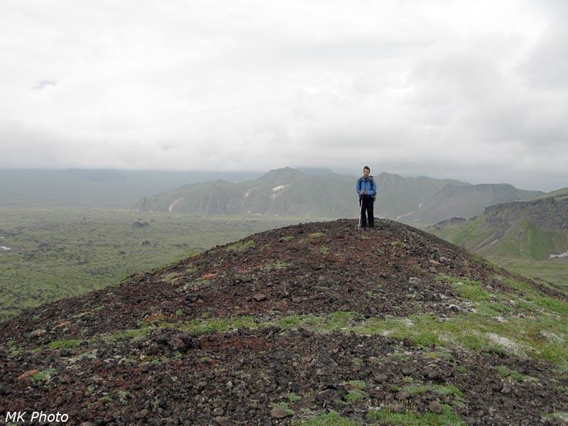 Автор наверху кратера