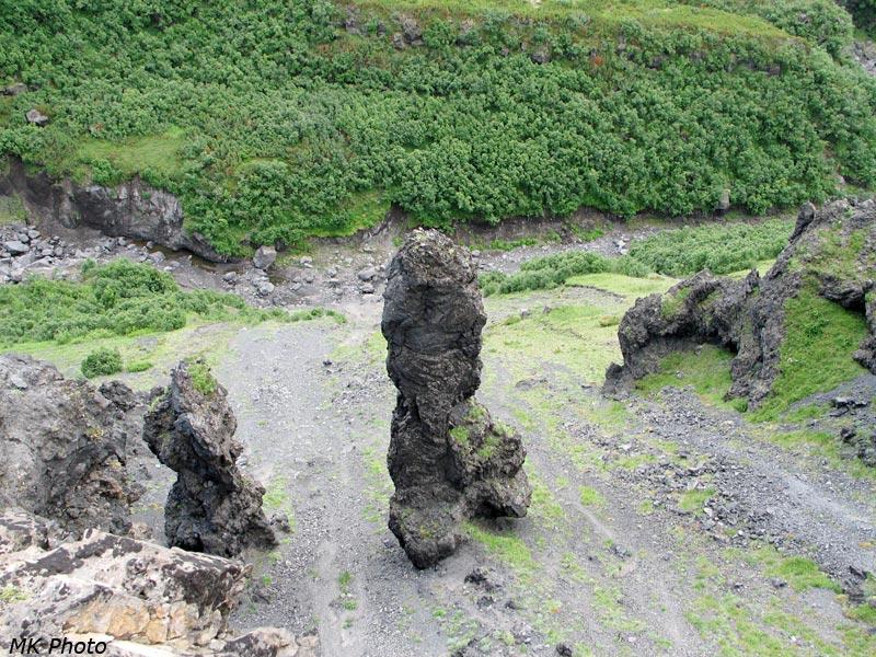 Скальные столбы над протокой Студёной