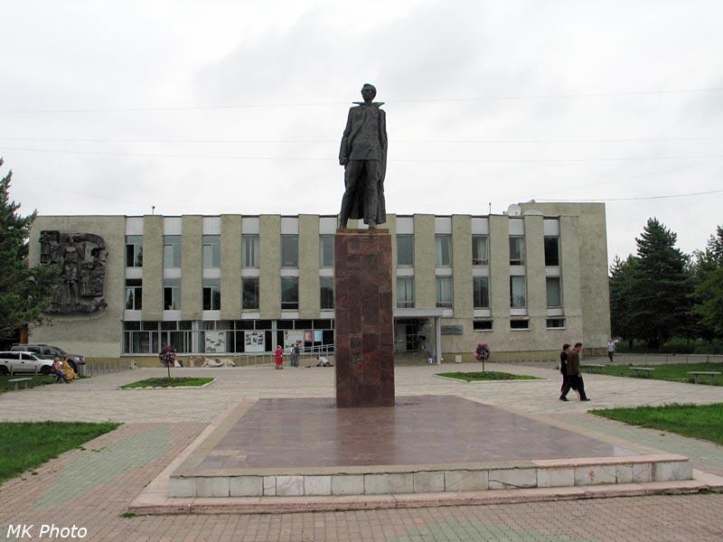 Памятник Н. Островскому