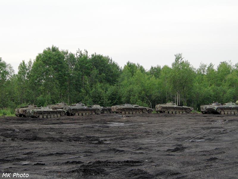Военная техника у железной дороги