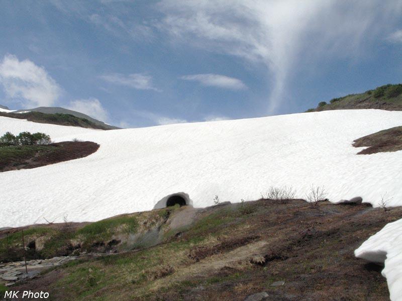 Снежник с тоннелем