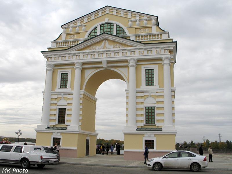 Московские ворота со стороны города