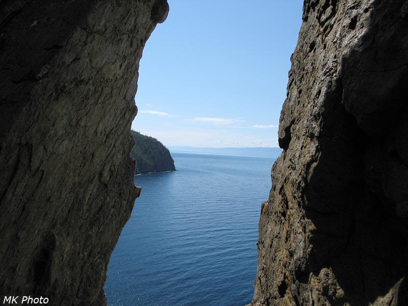 Вид сквозь скалу