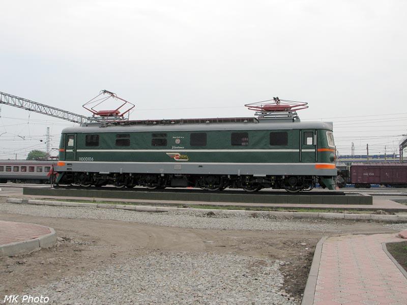 Электровоз-памятник ЧС2 номер 010 на ст. Барабинск
