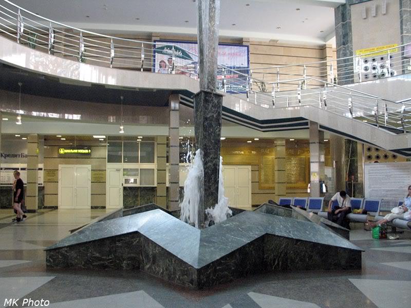 Фонтан внутри вокзала