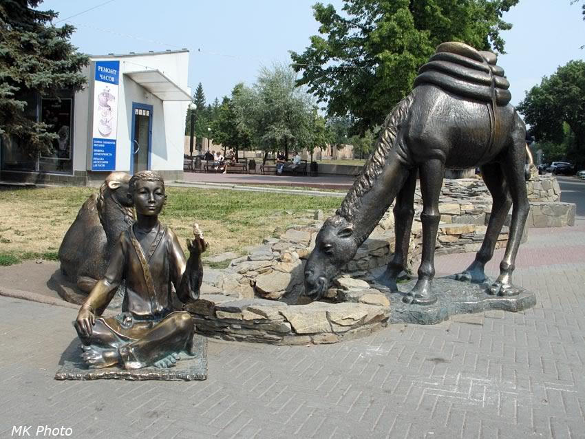 Мальчик с верблюдами