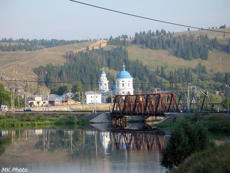 Вид на Миньярский пруд, мост через р. Сим и церковь