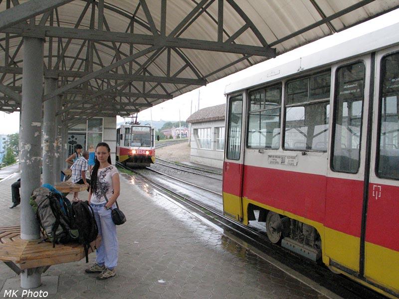 На трамвайной остановке