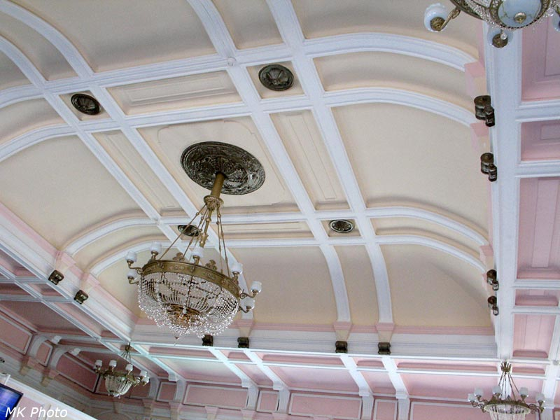 Потолок вокзального зала