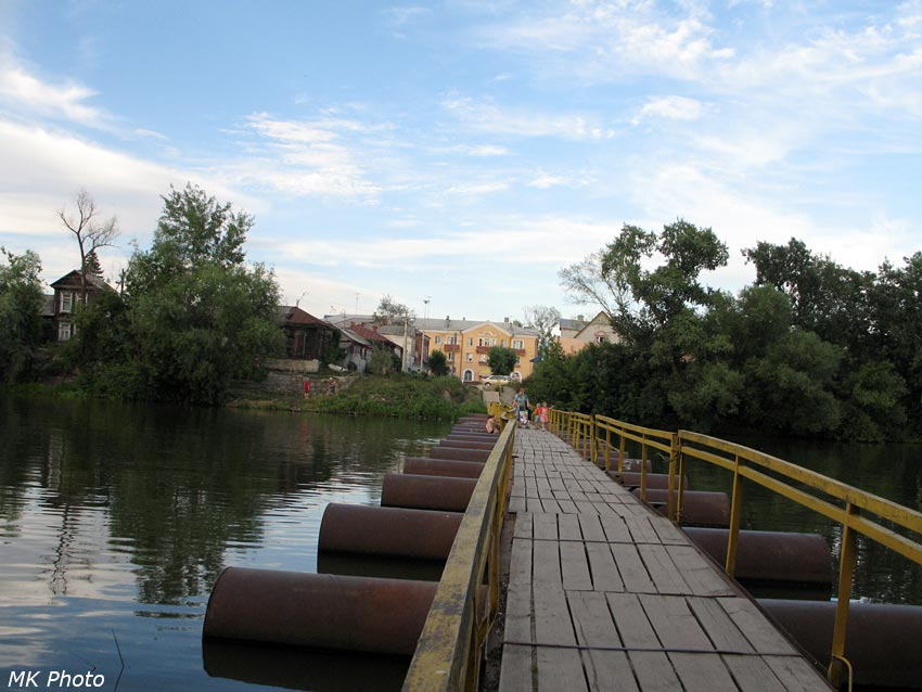 Понтонный мост через протоку Суры