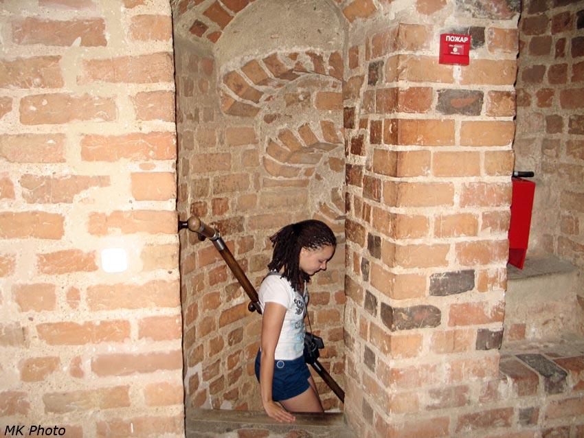 Лестница в стене