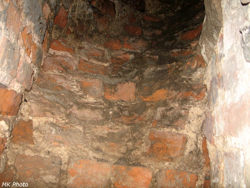 Каминная труба в стене