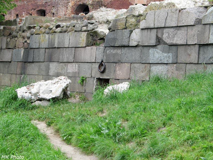 Здесь был мост к Тереспольским воротам