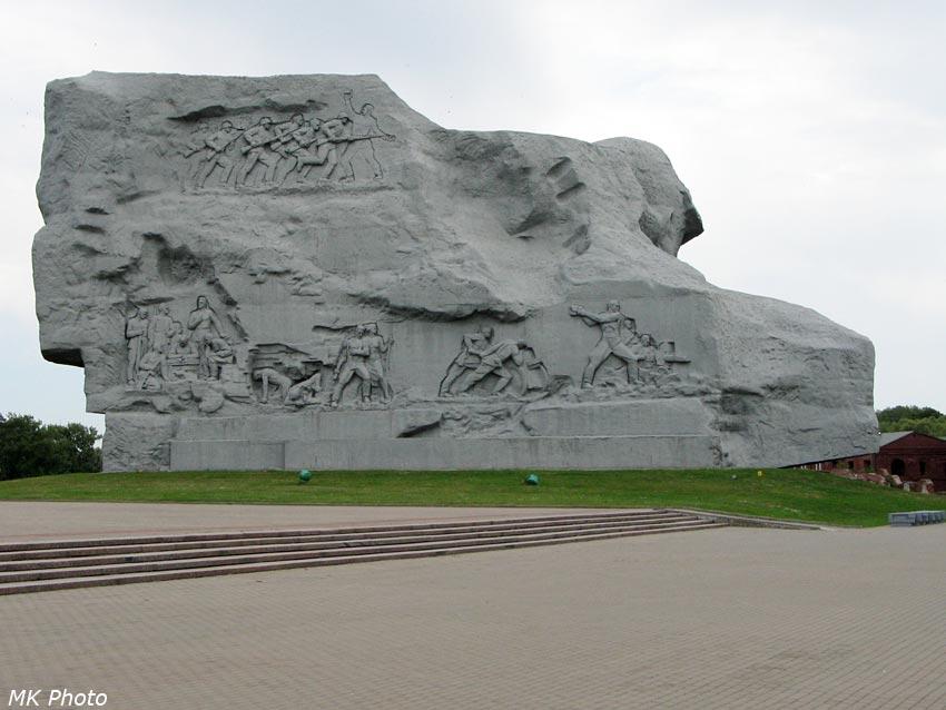Главный монумент с тыльной стороны