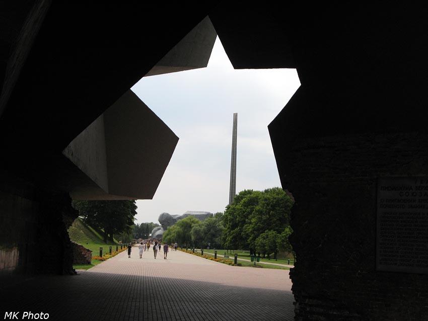 Вид сквозь центральный вход