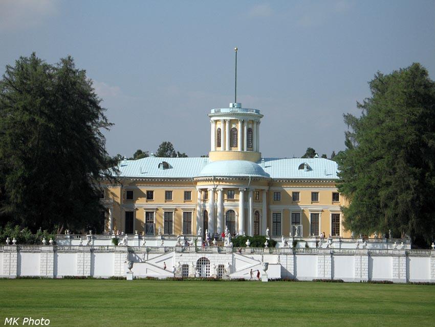 Вид на Главный дворец с Большого Партера