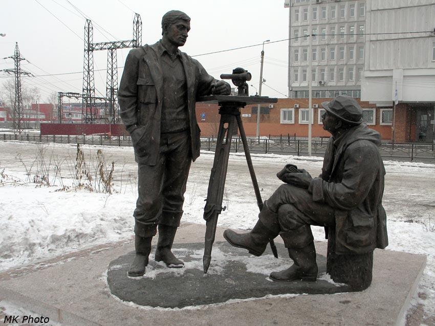Памятник геодезистам