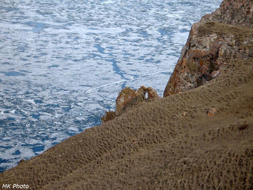 Арка на спуске к Байкалу