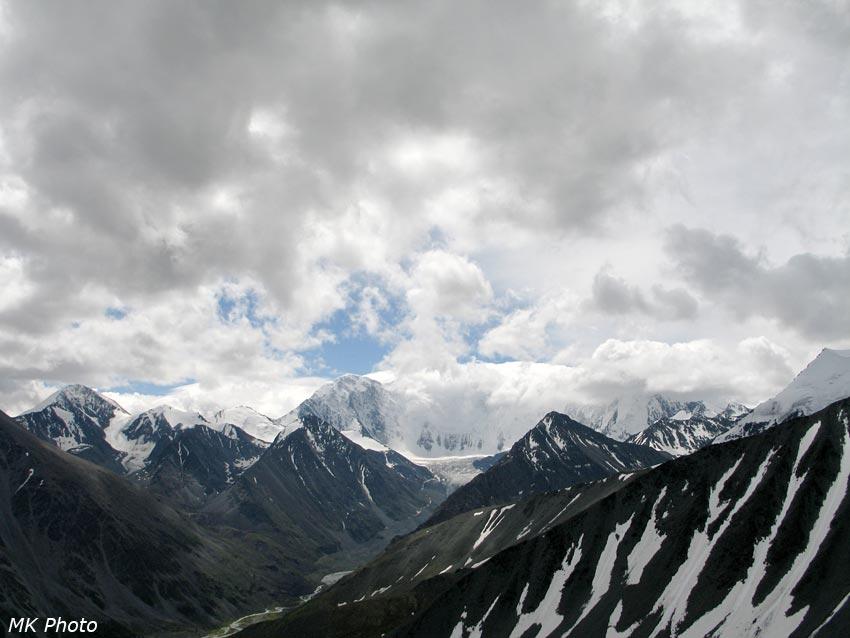 Р. Аккем, Аккемский ледник и Аккемская стена