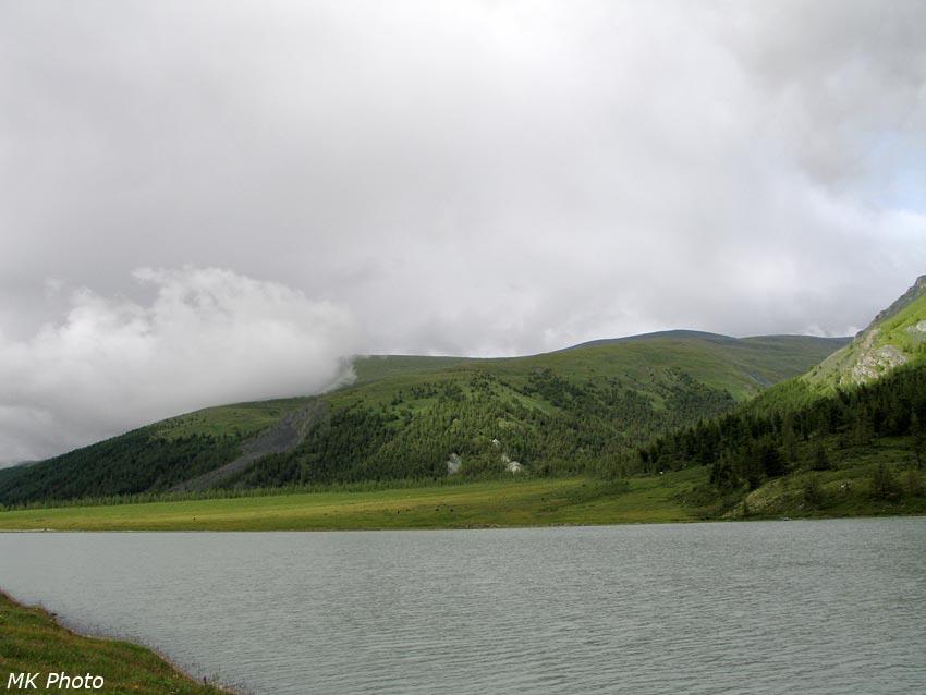 Озеро Аккем, справа - долина Ярлу