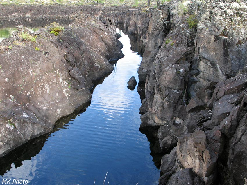Расщелина в лавовом острове