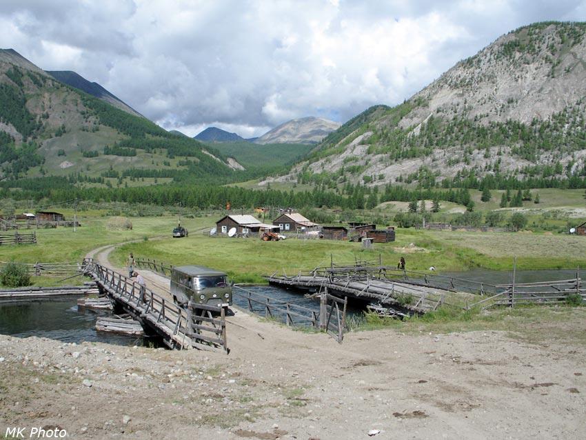 Мост через Жомоболок, за ним - Шаснур