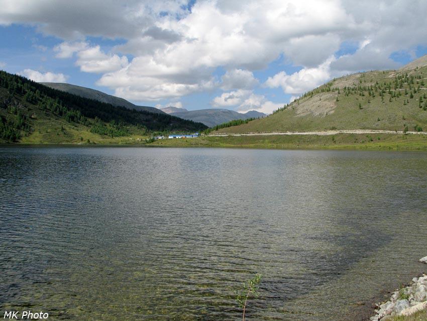 Посёлок золотодобытчиков на берегу оз. Ноган-Ула-Нур