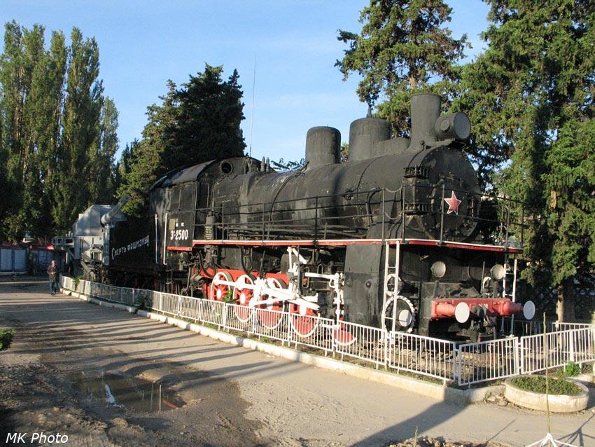 Паровоз-памятник на станции Севастополь