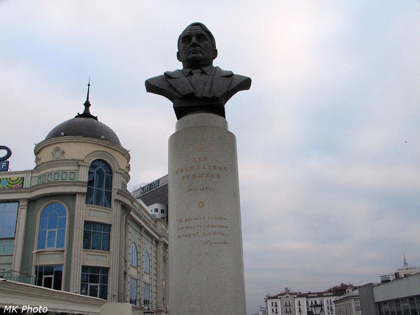 Памятник Л.Н. Гумилёву