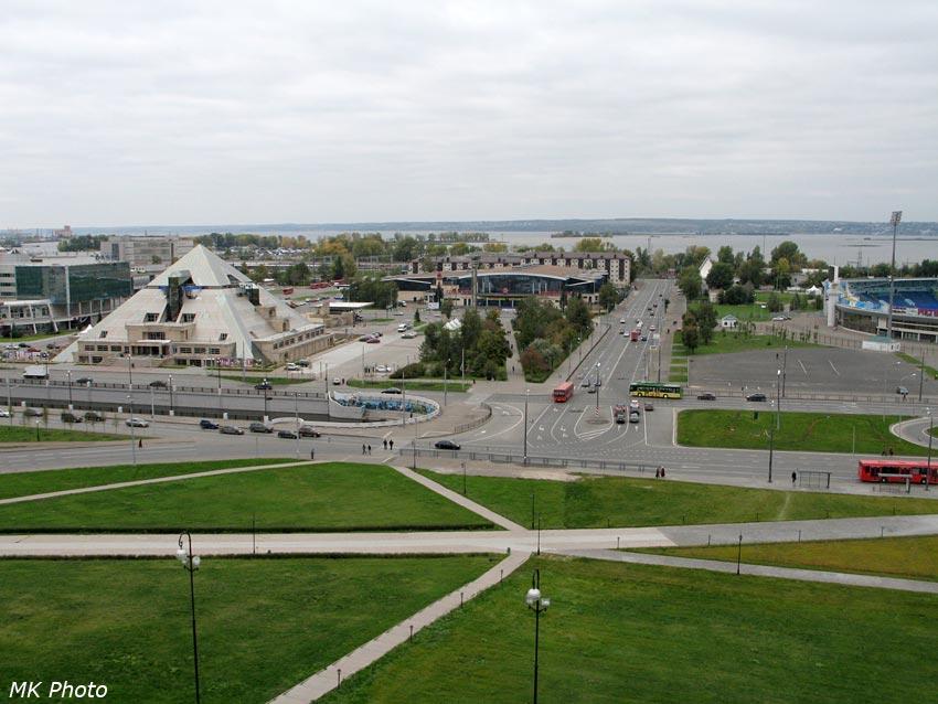 Развлекательный комплекс Пирамида и ул. Ташаяк