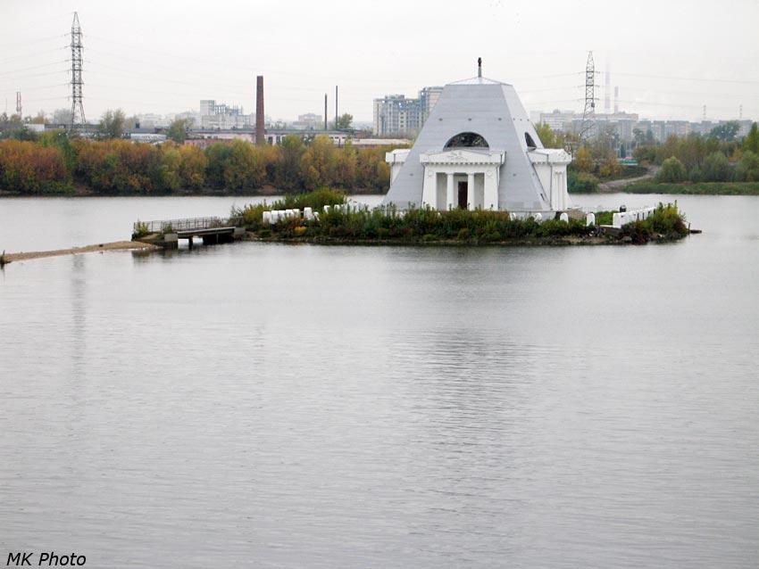 Храм-памятник воинам, павшим при взятии Казани в 1552 году (Храм-памятник в честь Нерукотворенного Образа Спасителя)