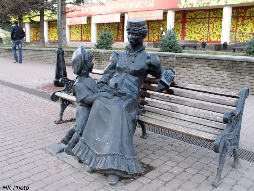 Скульптура на пешеходной Большой Покровской