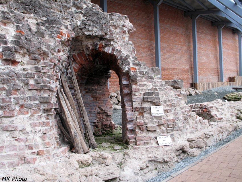 Руины Зачатьевской башни