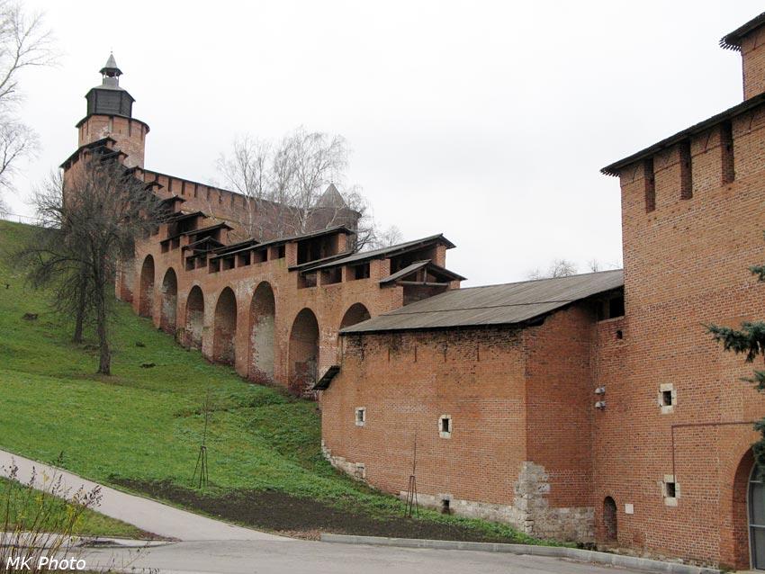 Стена между Часовой и Ивановской башнями