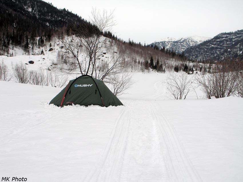 Палатка на перешейке полуострова