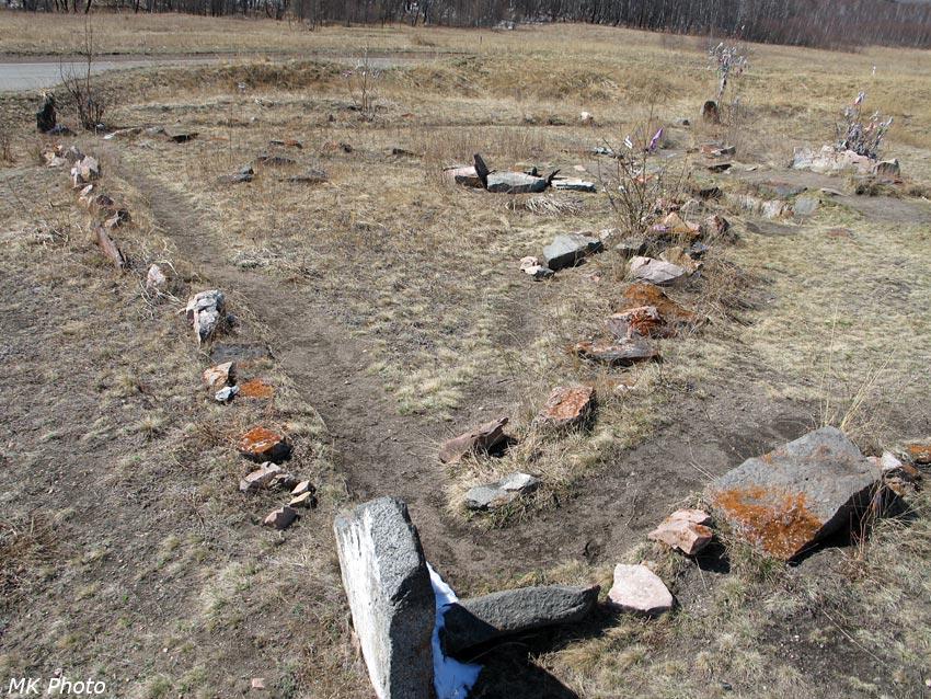 Центральная часть могильника используется современными шаманами