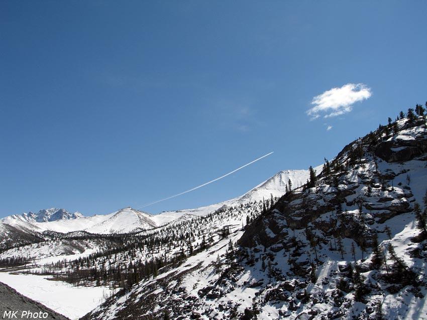 Самолёт над горами