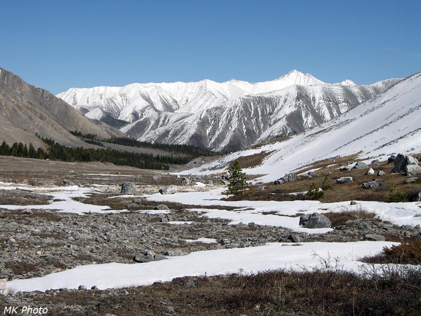 Вид вниз по долине в сторону Ара-Ошея