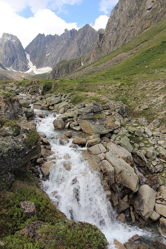 Верхний водопад на ручье Угловой