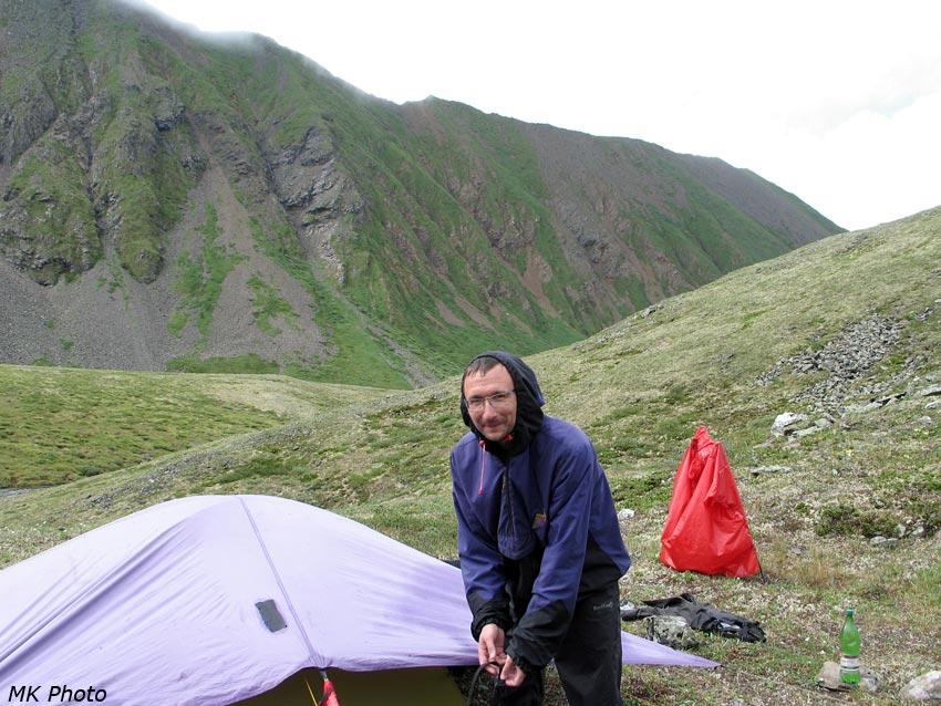 Лёха у палатки