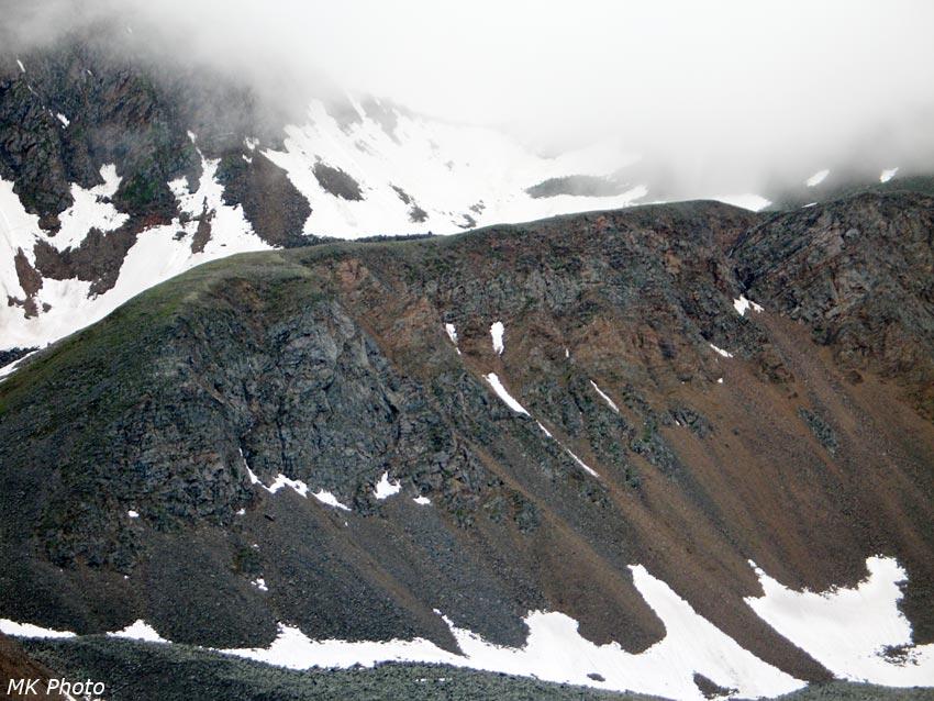 Шумакский перевал в рассеивающихся облаках