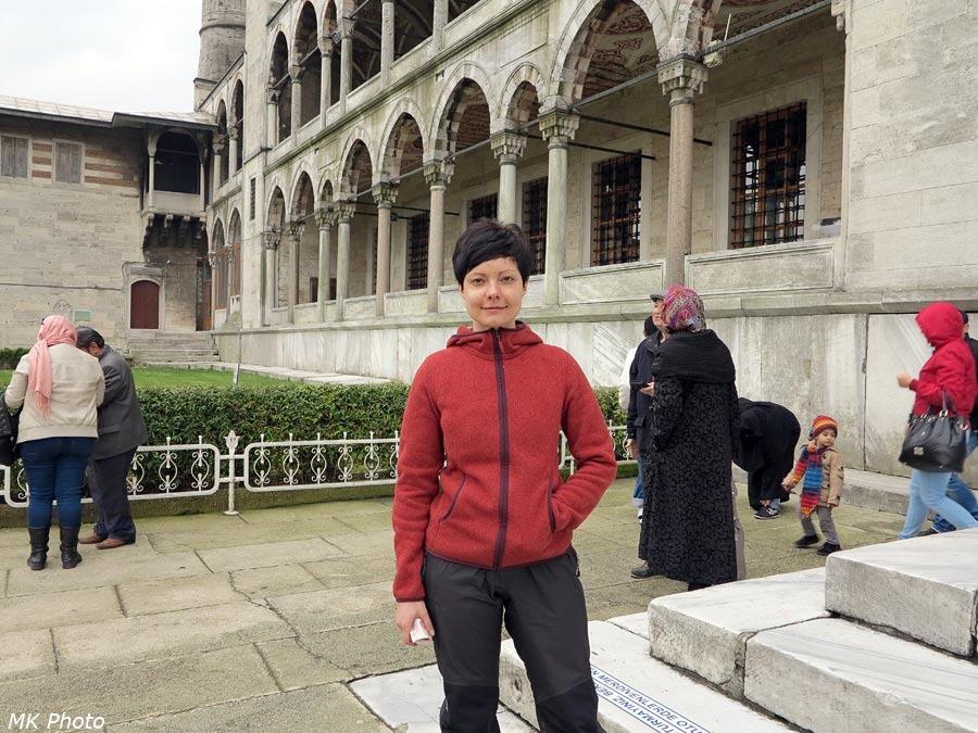 На ступенях мечети