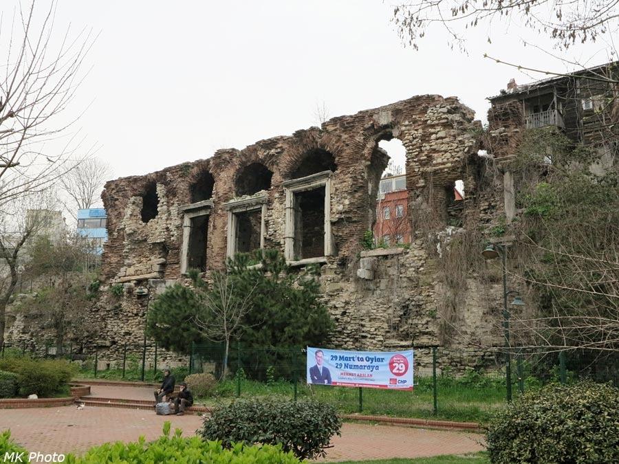 Древняя стена