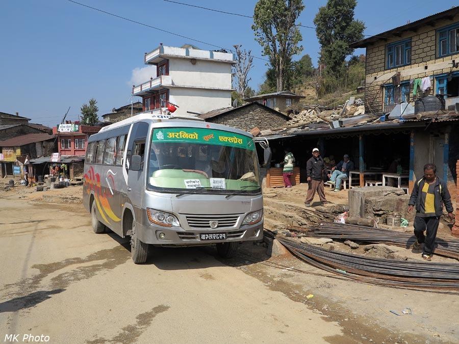 Автобус на обеденной остановке