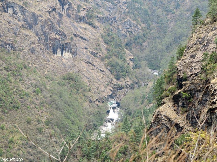 Водопад на Дудх Коши Нади
