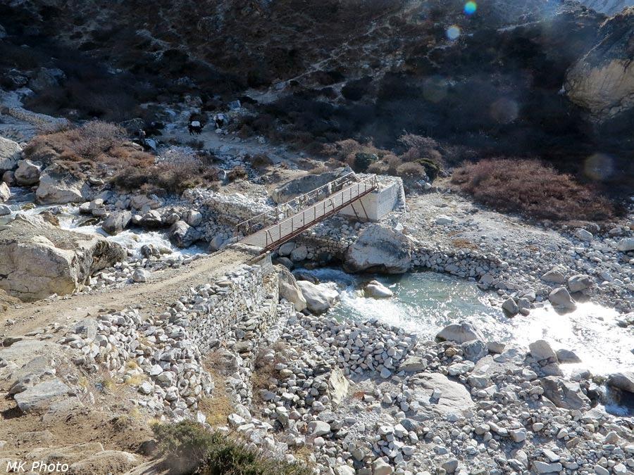 Мост через Лобуче Кхолу